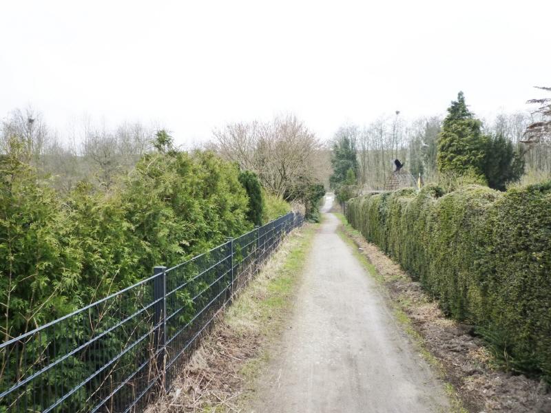 Wanderweg und Kleingärten