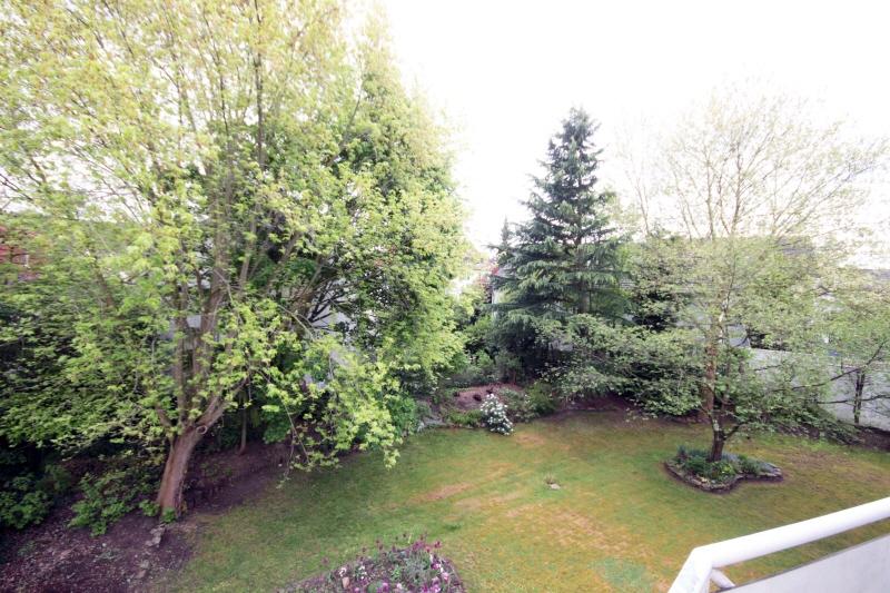 Blick vom Balkon id Garten